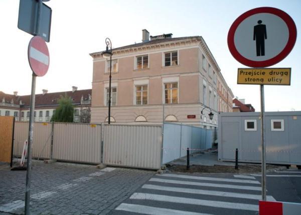 W tym miejscu, w bezpośrednim sąsiedztwie Starego Miasta, ma stanąć nowy biurowiec