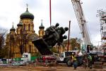 """Demontaż pomnika """"Czterech śpiących"""" w związku z jego renowacją"""