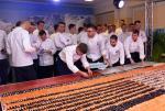 Bicie rekordu w układaniu sushi