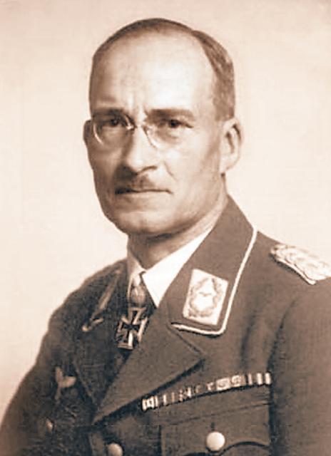 Gen. Reiner Stahel był wojskowym komendantem stolicy. Według IPN m.in. wydał rozkaz zamordowania 794 Polaków  z więzienia przy Rakowieckiej