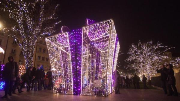 Świąteczną iluminację na Krakowskim Przedmieściu możemy podziwiać do 2 lutego 2013 r.