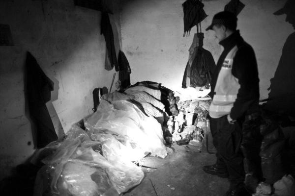 Straż Miejska w miejscu zajmowanym przez bezdomnych