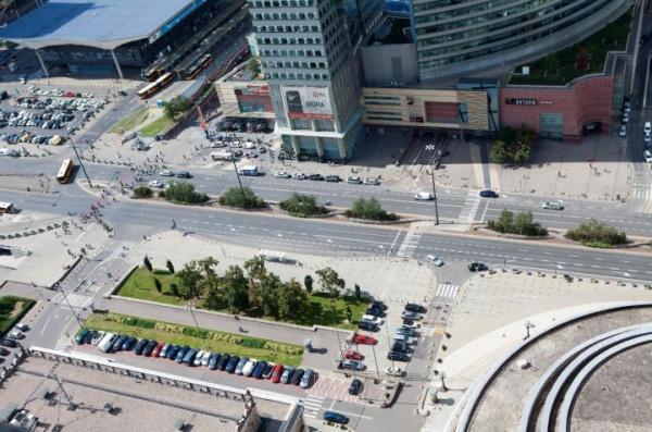 Kontrowersje wokół zwrotu działki na ul. Chmielnej w Warszawie spowodowały, że powrócił nierozwiązany problem reprywatyzacj.