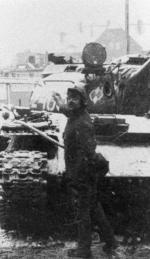 Czołg w Wujku, 16 grudnia 1981. Pamięć o tragicznych wydarzeniach słabnie, skoro szef KOD brutalną pacyfikację kopalni nazywa zamieszkami.