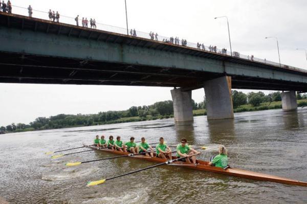 Tradycje sportowe Warszawskiego Towarzystwa Wioślarskiego, założonego 1878 r., kontynuują kolejne pokolenia zawodników.