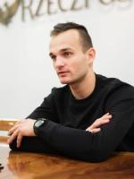 Bartosz Zmarzlik urodził się 12kwietnia 1995 roku wSzczecinie. Wychowanek Stali Gorzów. Drużynowy mistrz Polski iświata, trzeci zawodnik ubiegłorocznego cyklu GrandPrix.
