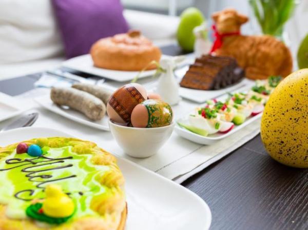 Wielkanocne śniadanie to dla większości Polaków nadal okazja do rodzinnych spotkań.