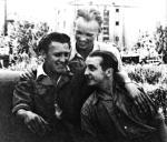 Jan Rodowicz (pierwszy z prawej) z przyjaciółmi. Czasy okupacji, prawdopodobnie 1943 r.