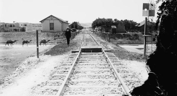 Projektowanej na początku XX w. linii łączącej Berlin z Bagdadem nigdy nie ukończono. Powstały jedynie odcinki między Al-Kut i Tikritem oraz część doprowadzona do tureckiego miasta Diyarbakır.