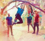 Coldplay zmienia muzyczną stylistykę, nie tracąc popularności. Chris Martin trzyma się gałęzi.