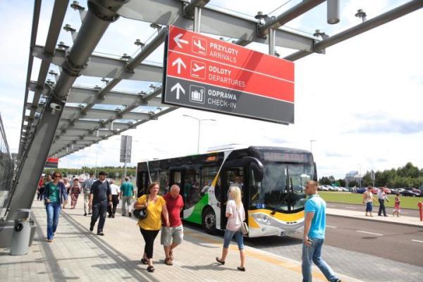 Modlińskie lotnisko działa już od dziesięciu lat.  W tym czasie przyleciało  na nie 9 mln pasażerów.