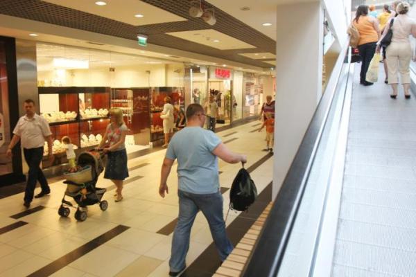 Centra handlowe mają coraz szerszą ofertę usługową.