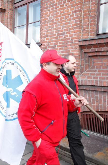 Ratownicy podczas wielkiej manifestacji Porozumienia Zawodów Medycznych we wrześniu 2016 r.