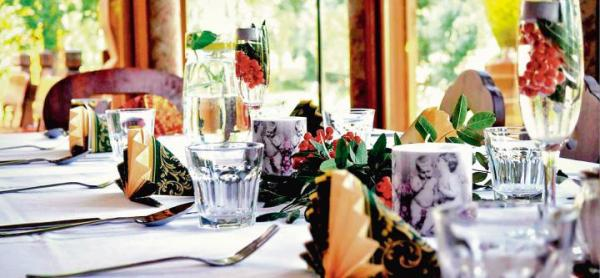 Oryginalne menu i odpowiednia atmosfera to atuty niektórych mazowiecki przydrożnych restauracji.