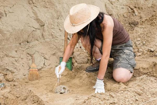 Lipiec i sierpień na półkuli północnej nie są miesiącami wakacyjnymi dla archeologów.