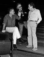 """Janusz Głowacki (z lewej) z Arthurem Pennem reżyserem amerykańskiej inscenizacji """"Antygony w Nowym Jorku"""""""