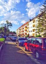 Miejsca parkingowe przy osiedlach mają być nieco szersze.