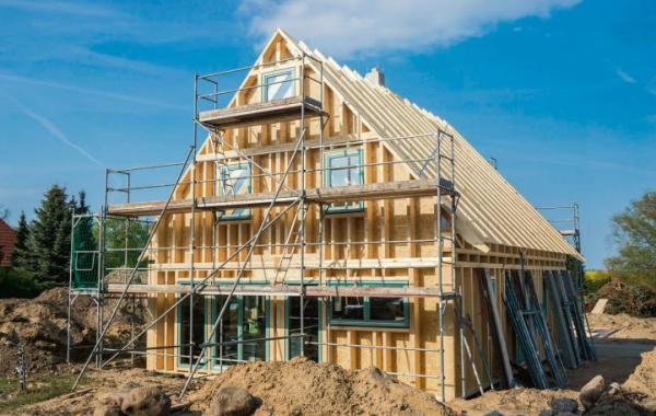 Budowa domów w technologii prefabrykowanego szkieletu drewnianego ma być uzupełnieniem rządowego programu Mieszkanie+.