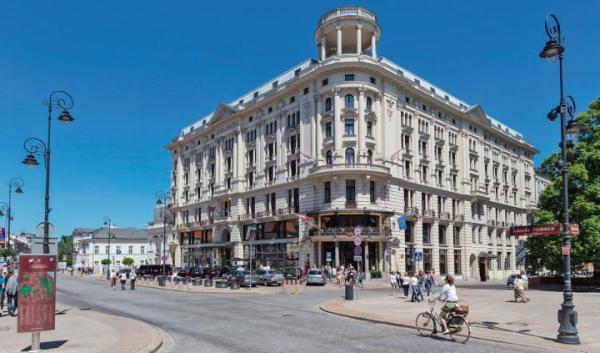 Krakowskie Przedmieście to jedno z bardziej reprezentacyjnych miejsc w stolicy.