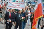 Pamiętać o ofiarach zbrodni UPA. Marsz sprzed trzech lat w Warszawie, jedna z licznych demonstracji, na jakich można spotkać ks. Tadeusza.