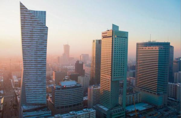 Biznesowym city dzielą się dwie dzielnice – Wola i Śródmieście.