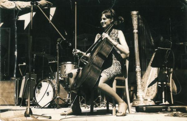 Anna Wojtowicz – prześliczna wiolonczelistka z piosenki Wojciecha Młynarskiego i Skaldów.