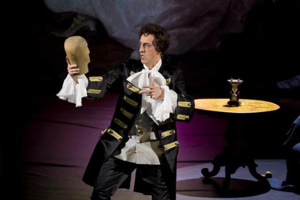 Andrzej Klimczak jako Figaro w spektaklu Ryszarda Peryta