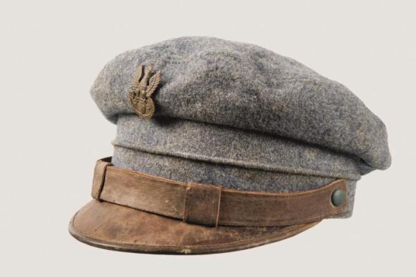 Za 9 tys. zł sprzedano maciejówkę z 1918 r.  Taką samą nosił Józef Piłsudski
