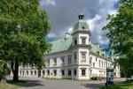 Zamek Ujazdowski odbudowany dla sztuki dawnej, służy sztuce współczesnej
