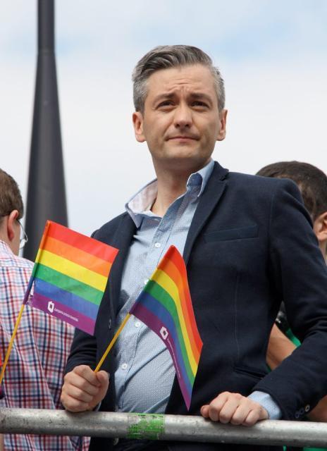 Prezydent Słupska Robert Biedroń wypracował nadwyżkę wbudżecie miasta kosztem inwestycji – twierdzi potencjalny kontrkandydat PiS