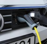 Volkswagen Passat GTE to przykład hybryd z wtyczką,  których popularność na rynku systematycznie rośnie.