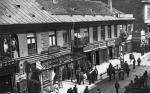 W 1905 r. Warszawa nie była bezpiecznym miastem. Na zdjęciu Cukiernia Trojanowskiego przy ul. Miodowej 4 po wybuchu bomby.