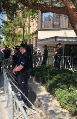 W środę przed Sejmem przeciwko zakazowi wstępu protestowali pod okiem policji dziennikarze
