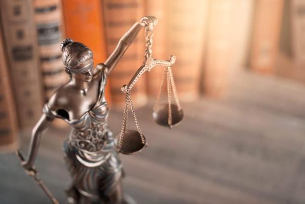 Na wstępnym etapie  śledztwa  nie można udostępniać pełnomocnikom podejrzanych całości akt