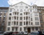 Wzniesiony w 1911 roku budynek od początku olśniewał rozmachem, kunsztem wykonania i bogactwem wykończenia.