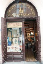 Krakowski antykwariat przy ul. św. Jana zachował wystrój  z XIX stulecia.