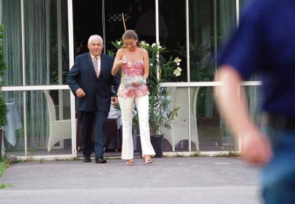 – To był wakacyjny wypad ze znajomymi –tłumaczył poseł Samoobrony Janusz Maksymiuk w 2007r., po opublikowaniu  w mediach zdjęć z wyprawy do Egiptu, na których smarował olejkiem ubraną tylko w stringi partyjną koleżankę Sandrę Lewandowską