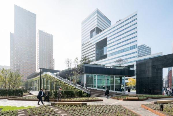 ≥Pawilon Circl należący do ABN AMRO powstał przy głównej siedzibie banku w Amsterdamie. Użyte do budowy materiały mogą być ponownie wykorzystane