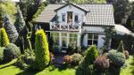 ≥Dom w Jadwisinie nad Zalewem Zegrzyńskim został zbudowany na kanwie starego domu kupionego na Mazowszu