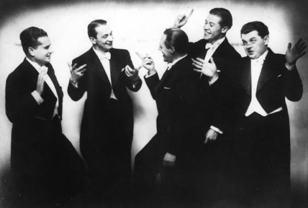 Chór Dana (1937 r.), od lewej: Władysław Daniłowski-Dan, Mieczysław Fogg, Tadeusz Bogdanowicz, Tadeusz Jasłowski i Adam Wysocki