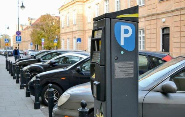 Parkowanie na chodniku jest legalne, 1,5 metra od pieszych