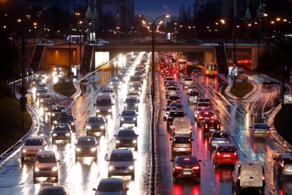 ≥Trzeba zachęcić mieszkańców do rezygnacji z indywidualnego transportu samochodowego