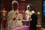 ≥> Sukienki rubinowa  i diamentowa obrazu Matki Boskiej Częstochowskiej.  Całość i fragment.  Zbiory Sztuki Wotywnej Jasnej Góry