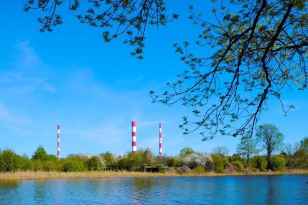 Okolice Jeziorka Czerniakowskiego to jeden  z nielicznych dużych obszarów wolnych od zabudowy, położony  w strefie miejskiej  w Warszawie