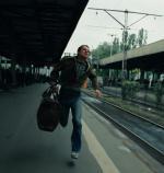 """""""Przypadek"""" Krzysztofa Kieślowskiego, jeden  z legendarnych filmów wyprodukowanych przez zespoły filmowe. Rzecz  o totalnym upolitycznieniu życia w PRL"""
